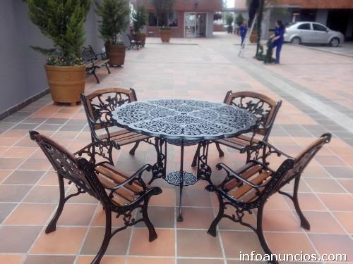 Fotos de muebles para jard n terrazas mesas y sillas en for Mesa y sillones para jardin